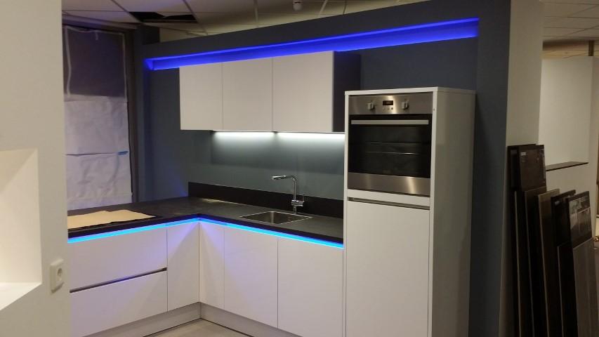 Led Armatuur Keuken : Bewgingsmelders de perfecte verlichting voor uw keuken led